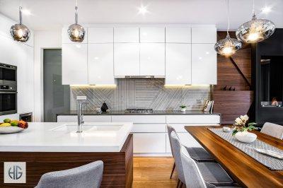 Modern-minimál konyha a modern étkező-nappali térben - konyha / étkező ötlet, modern stílusban