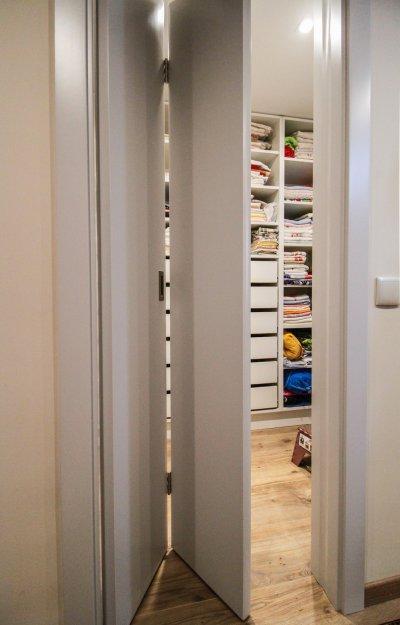 Csuklós beltéri ajtó - háló ötlet, modern stílusban