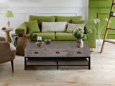 dohányzó asztal fa és fém kombinációjával - nappali ötlet