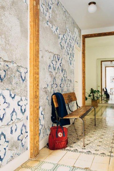 stamp tapétaposzter - előszoba ötlet, rusztikus stílusban