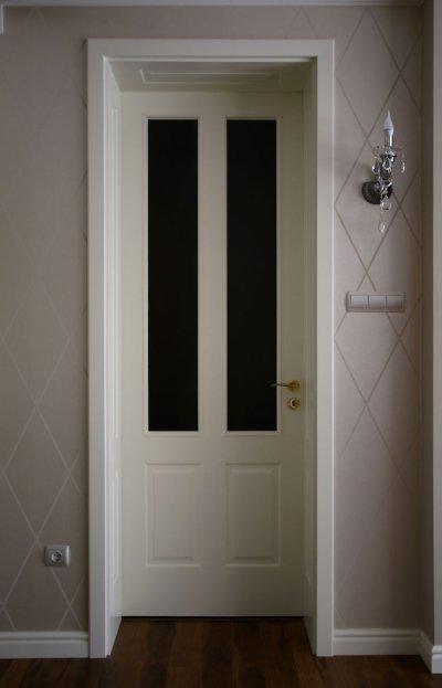 Festett beltéri ajtó - előszoba ötlet, klasszikus stílusban