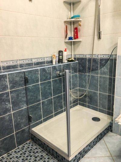 Egyedi üvegajtós zuhany - fürdő / WC ötlet, modern stílusban