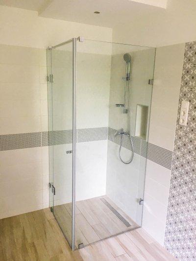 Modern egyedi walk-in zuhanyfülke - fürdő / WC ötlet, modern stílusban