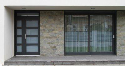 Bejárati ajtó, emelő-toló erkélyajtó - bejárat ötlet, modern stílusban