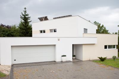 Minősített passzív ház, letisztult vonalakkal - homlokzat ötlet, modern stílusban
