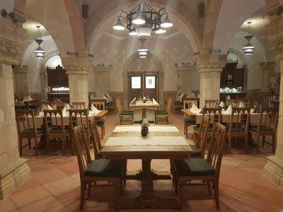 A Takler Pincészet étterme Otti kövekkel készült. - konyha / étkező ötlet