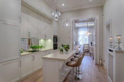 Belvárosi lakás konyhája angolszász stílusban - konyha / étkező ötlet, klasszikus stílusban