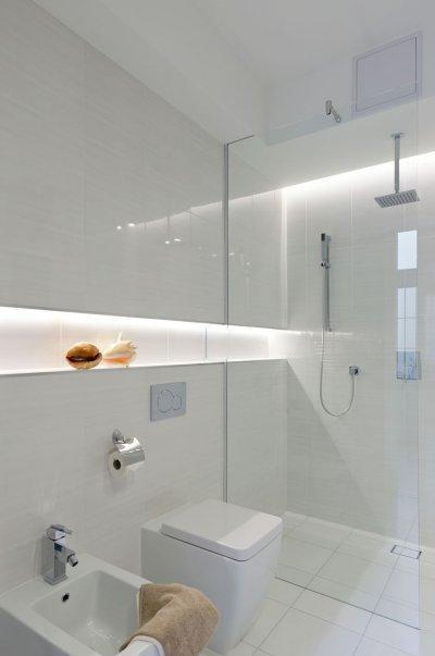 Kis alapterületű fürdőszoba épített zuhanyfülkével - fürdő / WC ötlet, modern stílusban