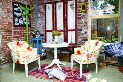 Venezia fotel és asztal - nappali ötlet, klasszikus stílusban