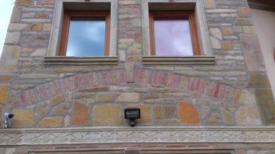 Homlokzati burkolás Otti fagyálló kövekkel. - homlokzat ötlet