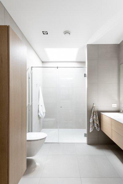 Emeleti fürdőszoba - fürdő / WC ötlet, modern stílusban