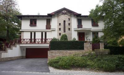 Mediterrán ház - garázs ötlet, modern stílusban