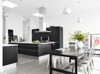 Fekete és fehér - konyha / étkező ötlet, modern stílusban