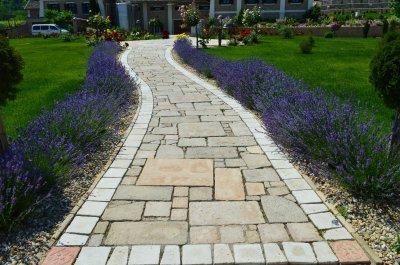 Otti beton térkő, szegéllyel és virág mintával. - kert / udvar ötlet