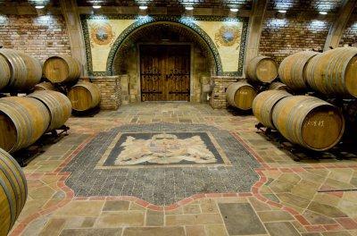 Régi korok párosítása újragondolva: bor és angyalos címer. - konyha / étkező ötlet, klasszikus stílusban