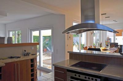 Emelő-toló erkély / teraszajtó - konyha / étkező ötlet, modern stílusban
