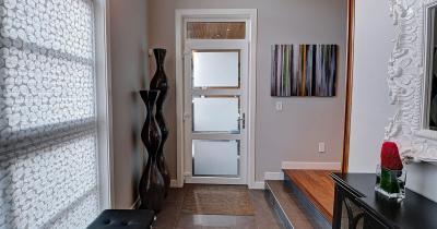 Üvegezett bejárati ajtó - előszoba ötlet