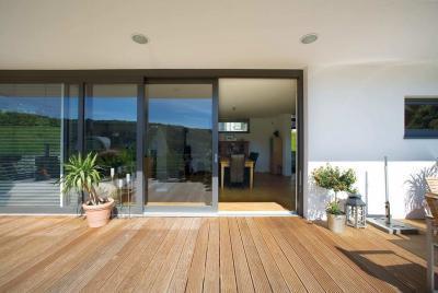Prémium minőségű emelő-toló teraszajtó - erkély / terasz ötlet, modern stílusban