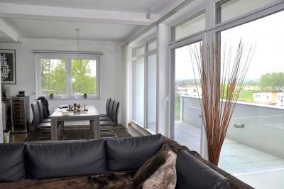 Bukó-toló teraszajtó és ablakok - nappali ötlet, modern stílusban