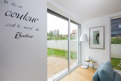Nagyméretű ablak - nappali ötlet, modern stílusban