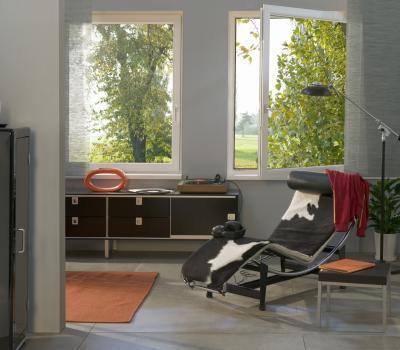 Modern ablak a nappaliban - nappali ötlet, modern stílusban