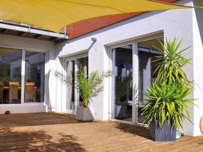 Emelő-toló terasz- és erkélyajtó - erkély / terasz ötlet, modern stílusban