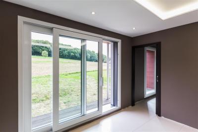Emelő-toló teraszajtó és ablakok - nappali ötlet, modern stílusban