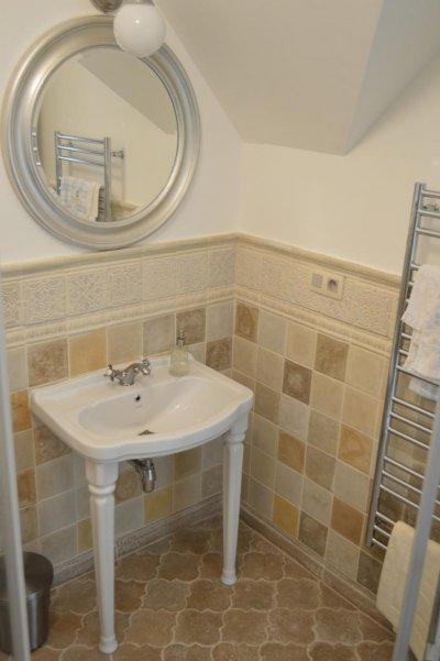 Sajátos hangulat a fürdőszobában Otti kövekkel. - fürdő / WC ötlet