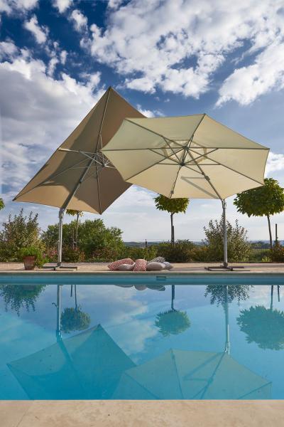 Oldalkaros napernyő - erkély / terasz ötlet, modern stílusban