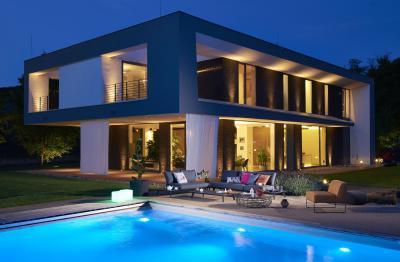 Kárpitozott kerti kanapé és fotel - erkély / terasz ötlet, modern stílusban