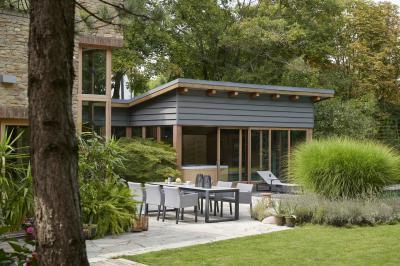 Modern kerti étkezőasztal székekkel - erkély / terasz ötlet, modern stílusban