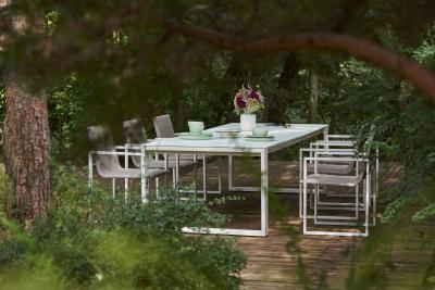 Modern étkezőasztal székekkel - erkély / terasz ötlet, modern stílusban