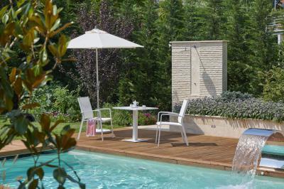Kerti asztalka karosszékekkel - erkély / terasz ötlet, modern stílusban