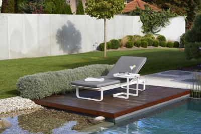 Kényelmes napozóágy - erkély / terasz ötlet, modern stílusban