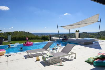 Kényelmes, modern napozóágyak - erkély / terasz ötlet, modern stílusban