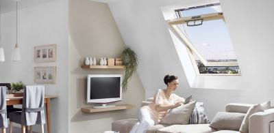 Billenő tetőtéri ablak - nappali ötlet, modern stílusban