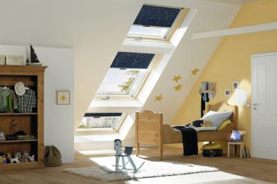 Billenő tetőtéri ablak a gyerekszobában - gyerekszoba ötlet, modern stílusban