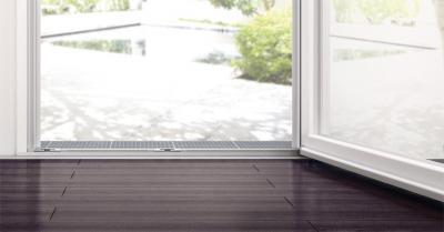 Nyíló teraszajtó - nappali ötlet, modern stílusban
