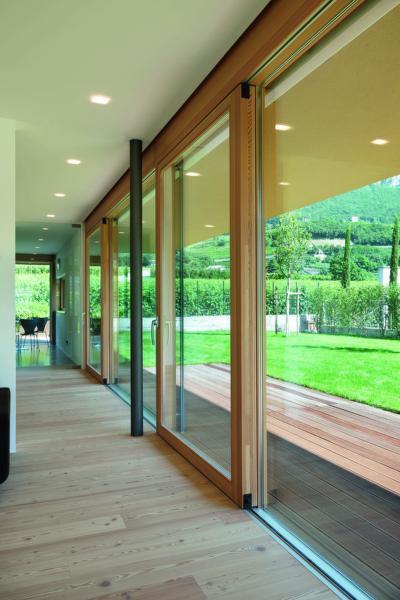 Modern teraszajtó emelő-toló rendszerrel - nappali ötlet, modern stílusban