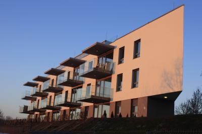 Épület előregyártott falakból - homlokzat ötlet, modern stílusban