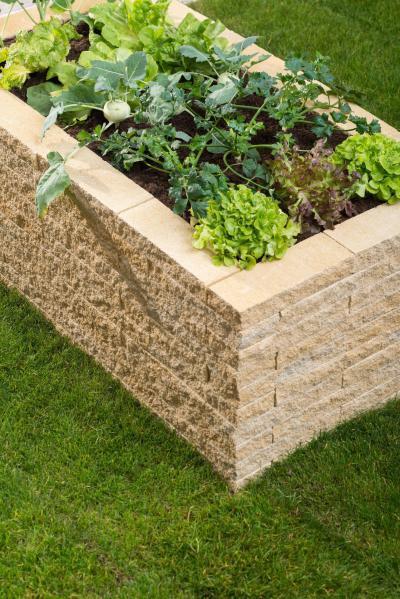 Ágyás falazókőből - kert / udvar ötlet, modern stílusban