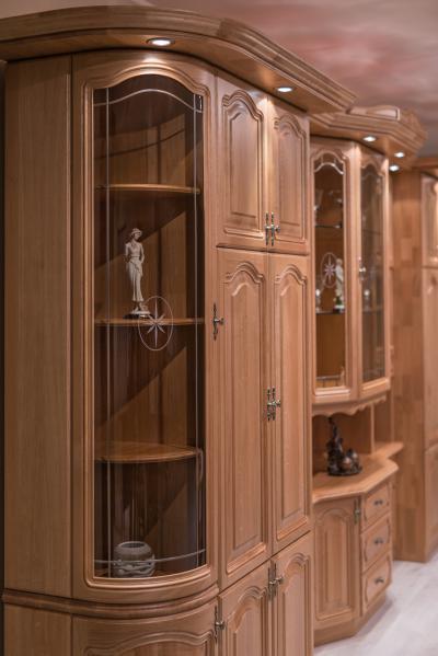 Klasszikus üvegezett szekrény - nappali ötlet, klasszikus stílusban