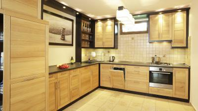 Modern tömörfa konyhabútor - konyha / étkező ötlet, modern stílusban