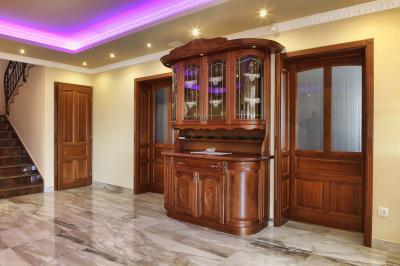 Tömörfa tálalószekrény - konyha / étkező ötlet, klasszikus stílusban