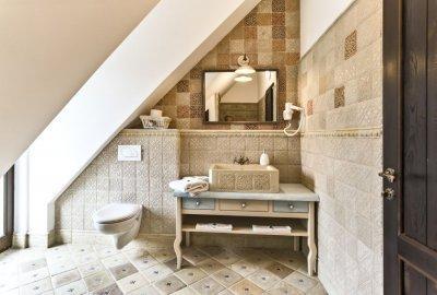 """A """"kopott elegancia"""" lakberendezési stílushoz patinás padlóburkolatot ajánlunk - fürdő / WC ötlet"""