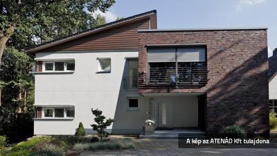 Aluredőny modern lakóházon - homlokzat ötlet, modern stílusban