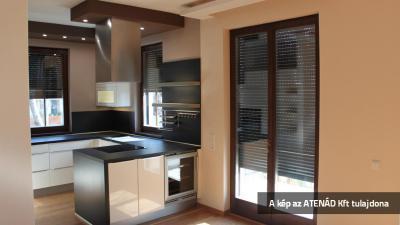 Aluredőnyök a konyha nyílászáróin - konyha / étkező ötlet, modern stílusban