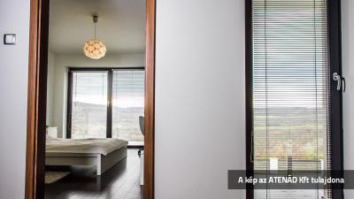 Alureluxa az ablakon - háló ötlet, modern stílusban