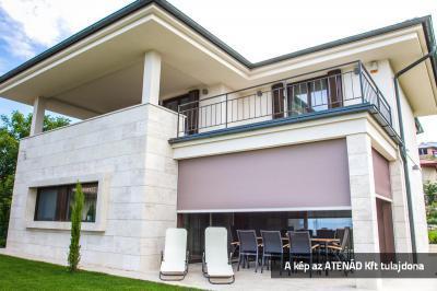 Fixscreen árnyékoló a terasz előtt - homlokzat ötlet, modern stílusban