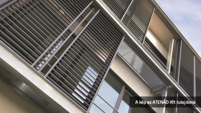 Modern ház alu-tolózsalugáterrel - homlokzat ötlet, modern stílusban